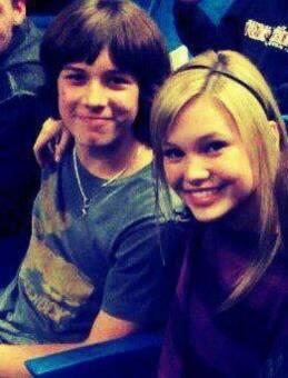 Olivia holt y su novio son perfectos yo los amooooooooooo