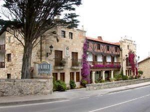 http://www.turismosantillanadelmar.com/hotel-cuevas-i-y-ii.html