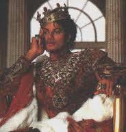 No no, eso jamas, Michael Jackson siempre va a ser el rey del pop aunque ya no este.