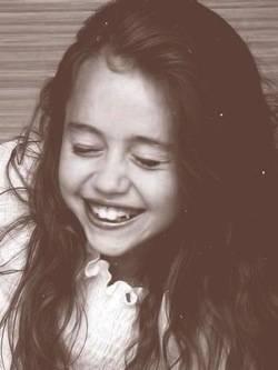 MileyFan@(no es ella,pero en esta foto se parece demasiado a MileyFan@)