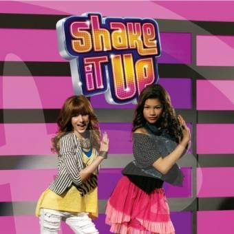 Por salir en shake it up con su amiga (Bella Thorne)