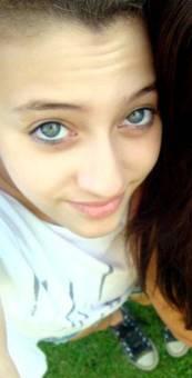 Vicky tiene unos increibles ojos azules