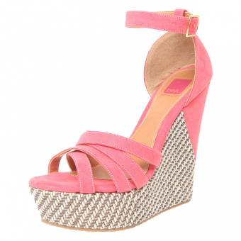 En los zapatos, es exactamente igual que en los bolsos, los colores variados. Pero sobretodo los colores claritos.