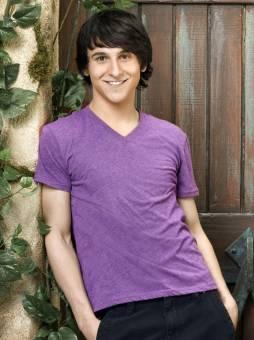 Rey Brady--Mitchel Musso--21 años