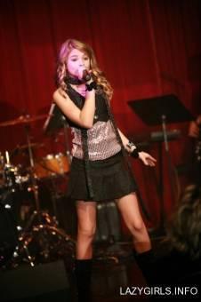 Por ser tan buena cantante