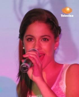 -¿Porque te gusta Violetta (Tini)? Pili:Porque es buena,linda y canta genial!