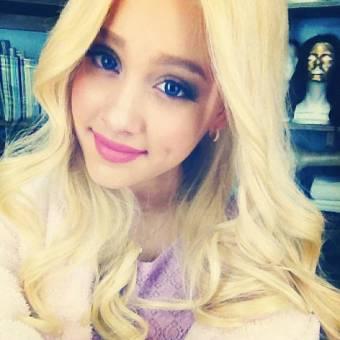 Ariana Grande ( Arianators )