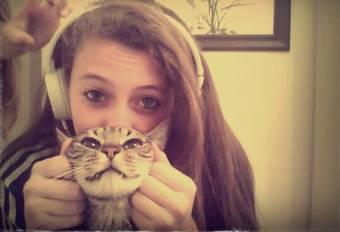 Con mi gato Horus te amoo