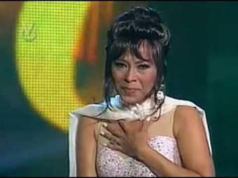 Jenny Anzola como: Whitney Houston