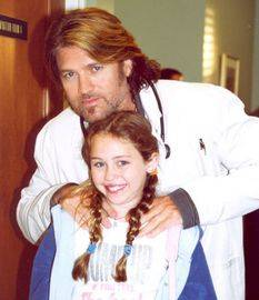 Por su papa billy ray.