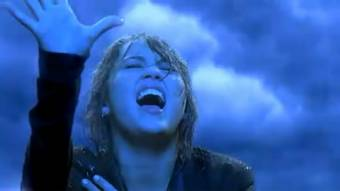 Miley cyrus cantando en la lluvia en su video The Climb ORIGINAL