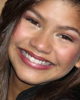zendaya no tiene ninguna sonrisa falsa, su sonrisa es hermosa